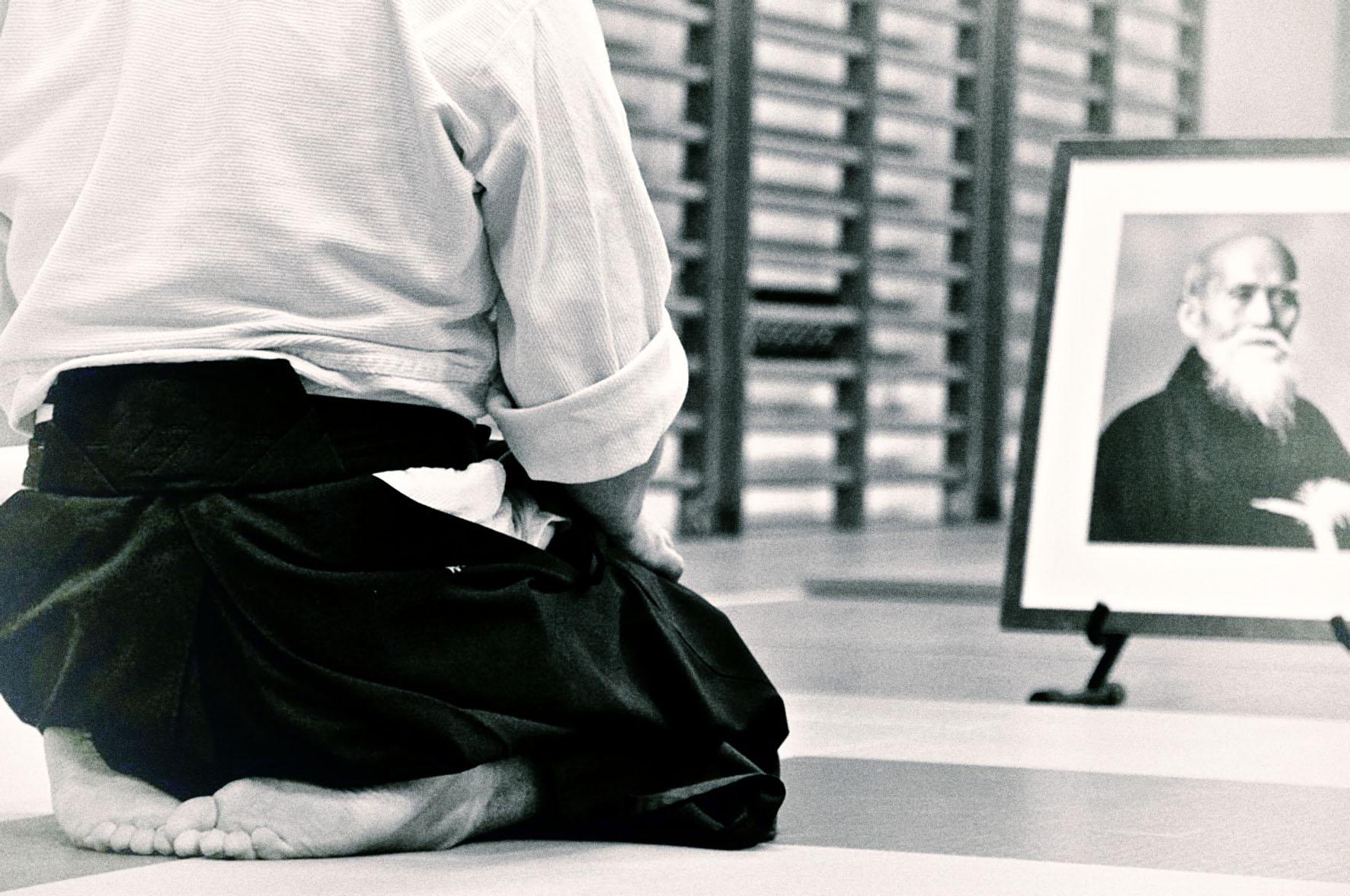 Practicante de Aikido saluda al maestro