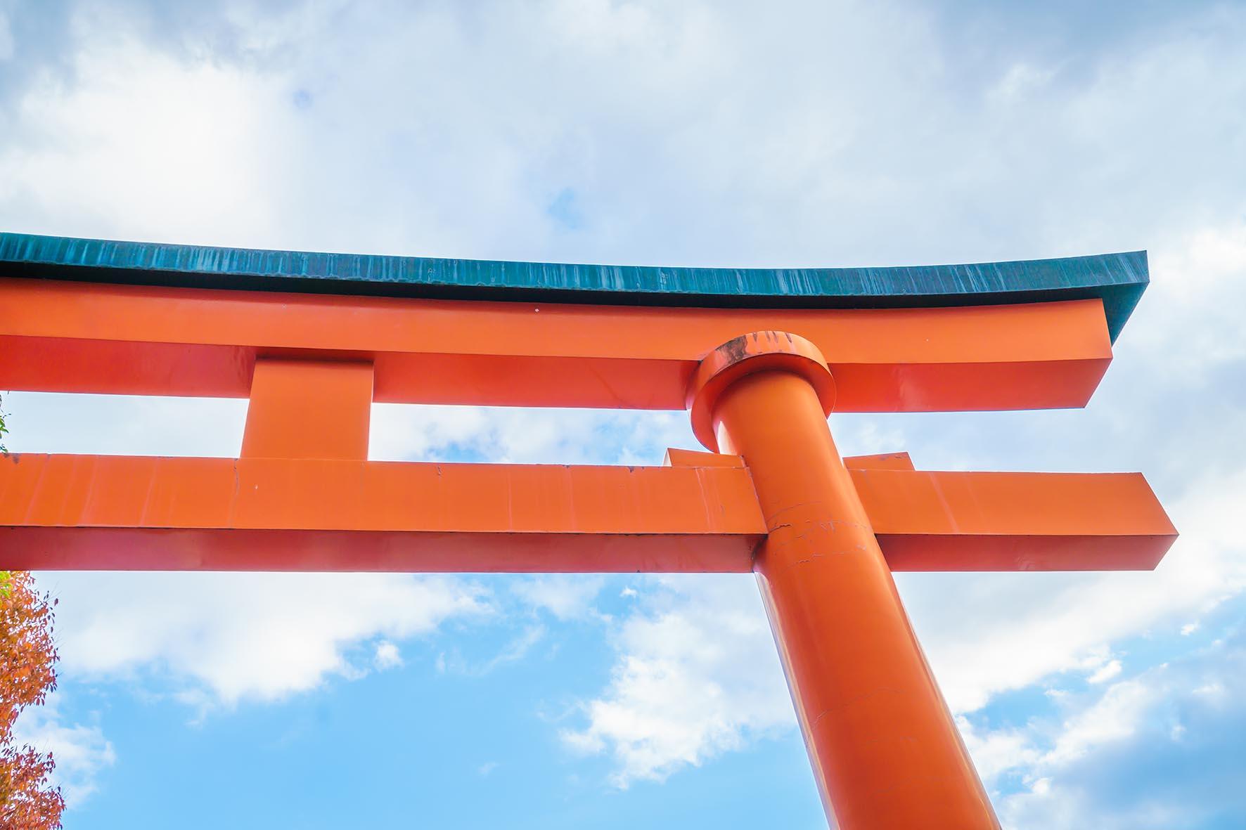 Irimi Madrid Puerta Tori roja en Taisha Shrine Temple en Kyoto, Japon