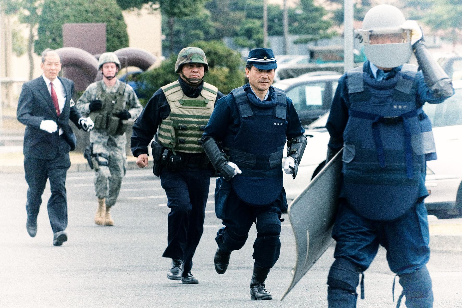 Yokota Airmen train with Japanese police